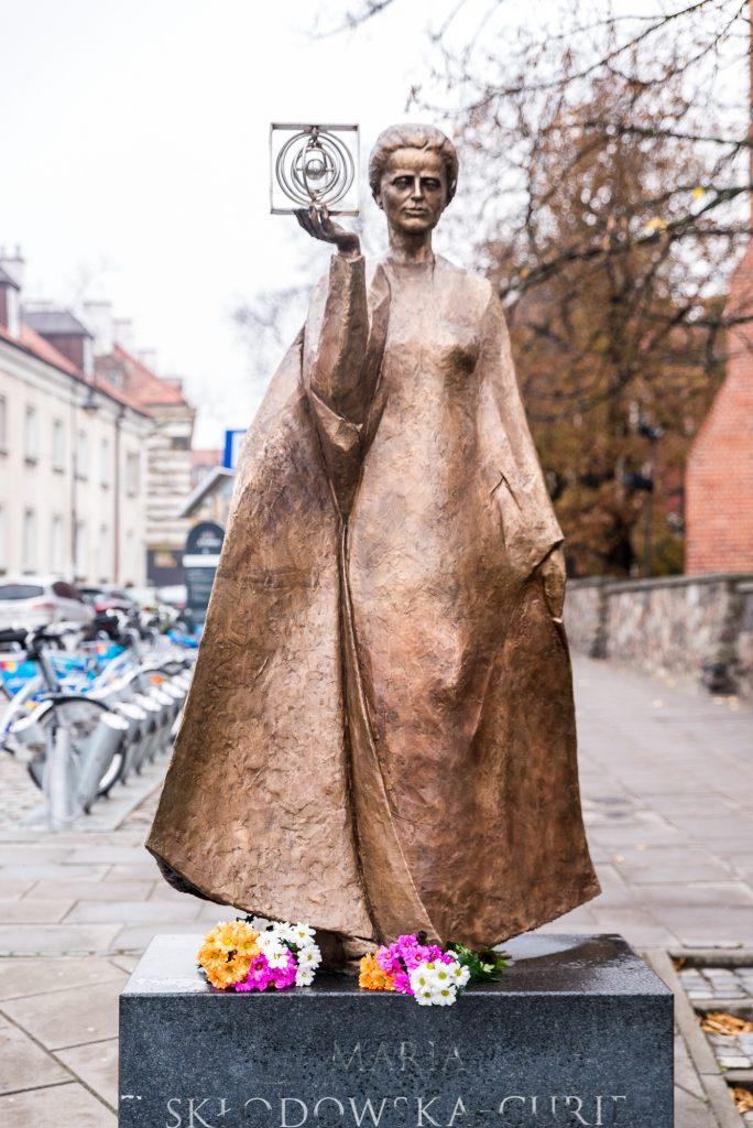 Statue von Marie Sklodowska Curie