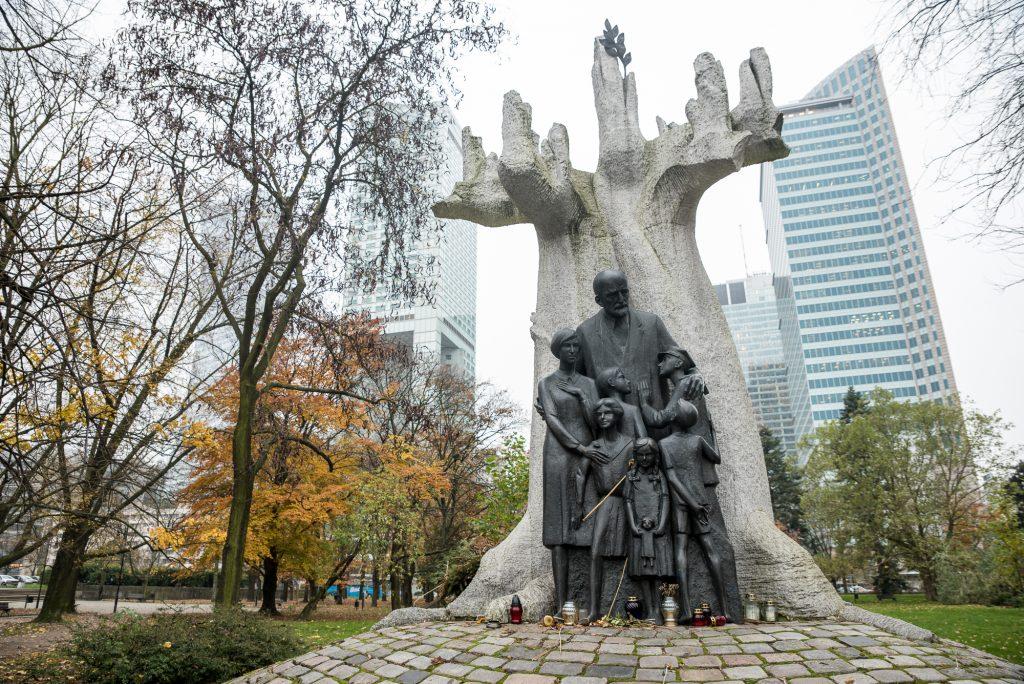 Denkmal für Janusz Korczak - jüdisch-polnischen Lehrer, Schriftsteller, Kinderarzt